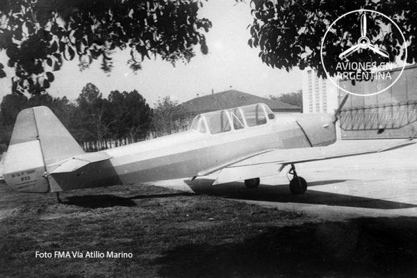 3er Prototipo del Colibrí estacionado frente el Hangar 90 de la FMA