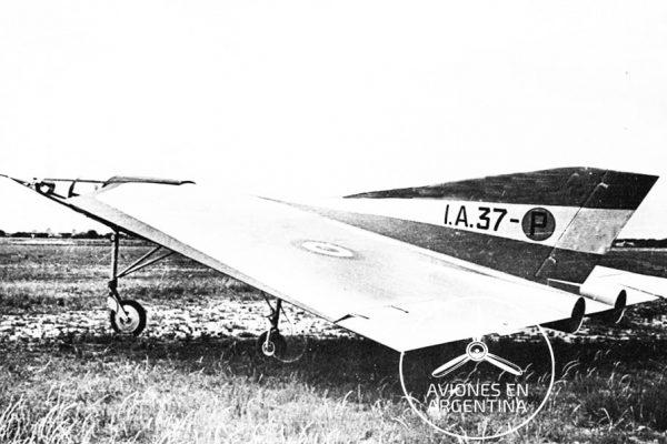 Vista lateral izquierda del planeador del IA-37 Foto FMA Via Atilio Enzo Marino