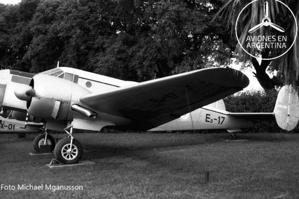 Poco común pero el E-110 tuvo pintada su matrícula inicial Ea-17 a mediados de los 80