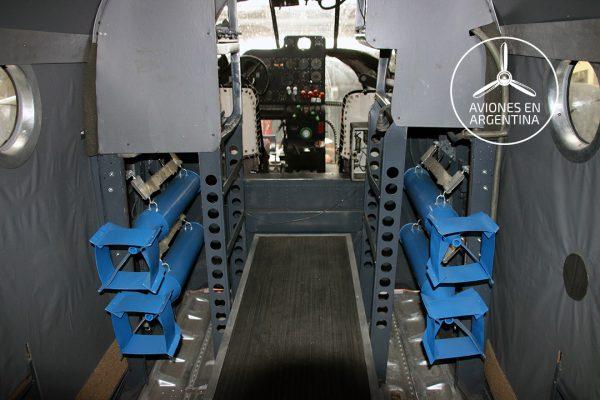 Interior del AT-11 E-110
