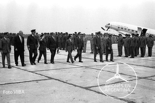 El TC-32 en servicio fotografiado a mediados de los 60´ en la VIIBA tras haber transportado a altas autoridades de la FAA para una revista de tropas Esto muestra que era utilizado para misiones VIP
