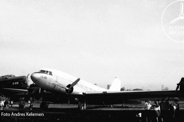 En esta foto se puede apreciar con mayor claridad donde estaba ubicado en el MNA el C-47 TC-32
