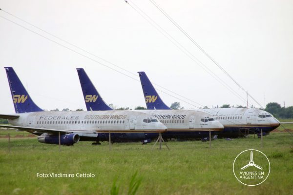 Los tres Boeing 732 estacionados en Córdoba LV-ZZA, ZZC y LV-YGB